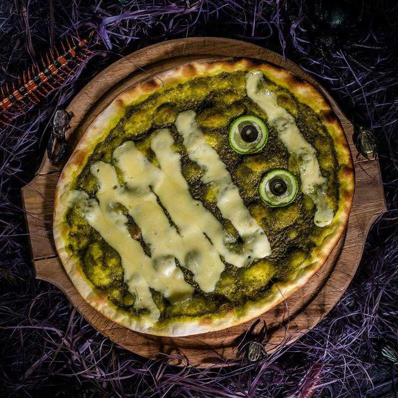 <p>Монстр Зеленая мумия живет на острове Цип, при виде опасности сплющивается и приобретает сырную корочку.</p>