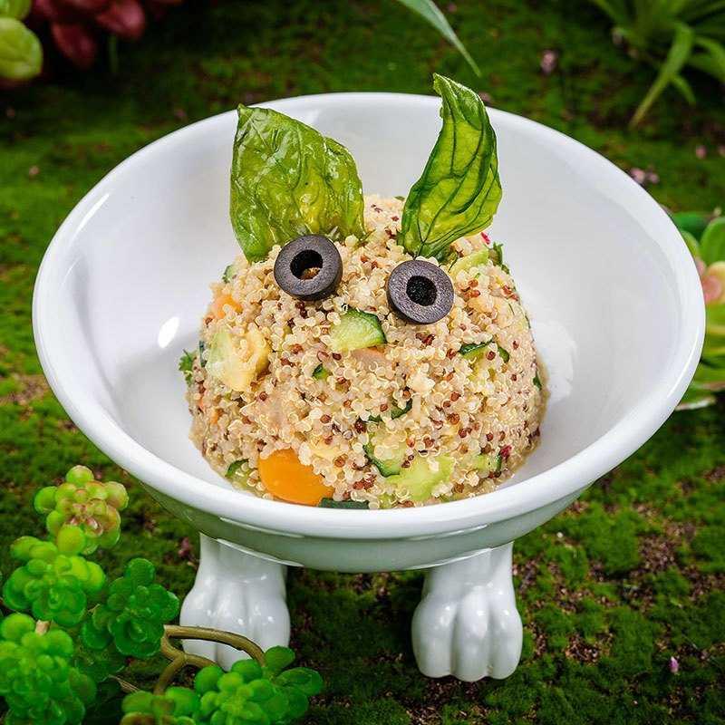 <p>Салат с киноа , авокадо и тёплыми креветками с базиликом<br />  Ушастый Ферби, летающий на зеленых ушках в межпланетном пространстве</p>