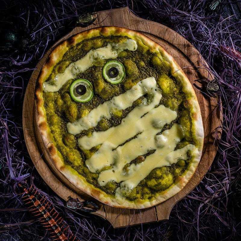 Монстр Зеленая мумия живет на острове Цип, при виде опасности сплющивается и приобретает сырную корочку.