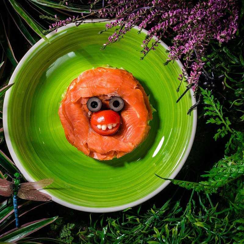 Подкопченная нерка с салатом и фасолью