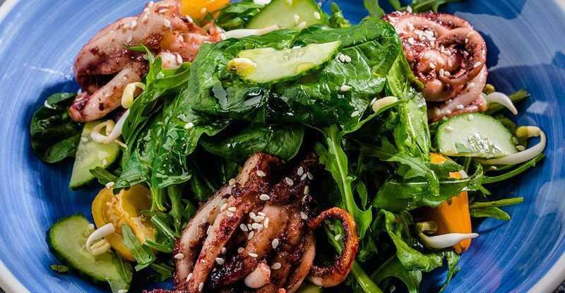 Салат-с-щупальцами-кальмара