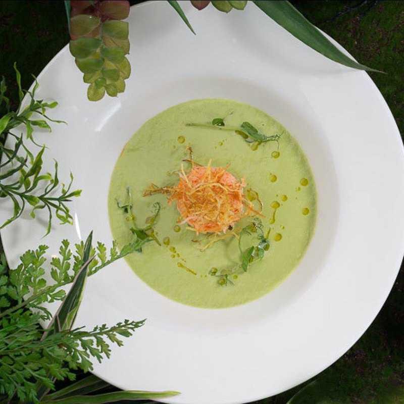 Крем суп из спаржи с камчатским крабом и трюфельным маслом