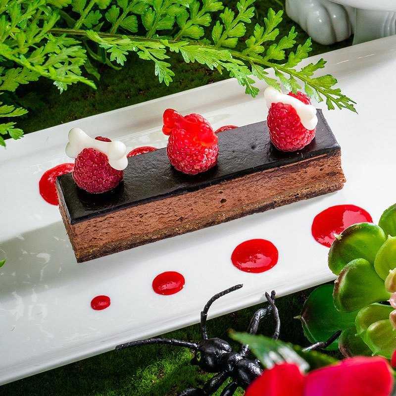 Шоколадный мусс с прослойкой из вафельной крошки и фундука