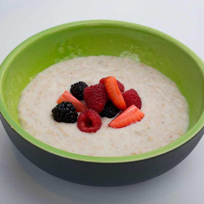 <p>Овсяная каша<br /> Овсяная каша . Можно заказать на воде, на молоке, со свежими ягодами, шоколадом или машмелоу</p>
